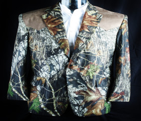 Mossy Oak Break Up Sport Coat with a Tan Yoke